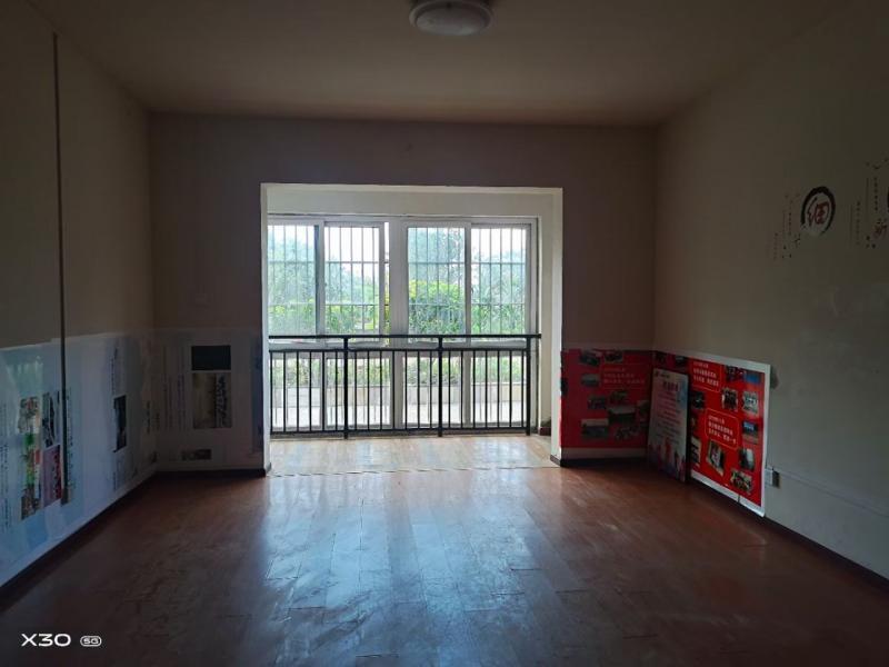 沙龙路114平大三房出售,价格35万