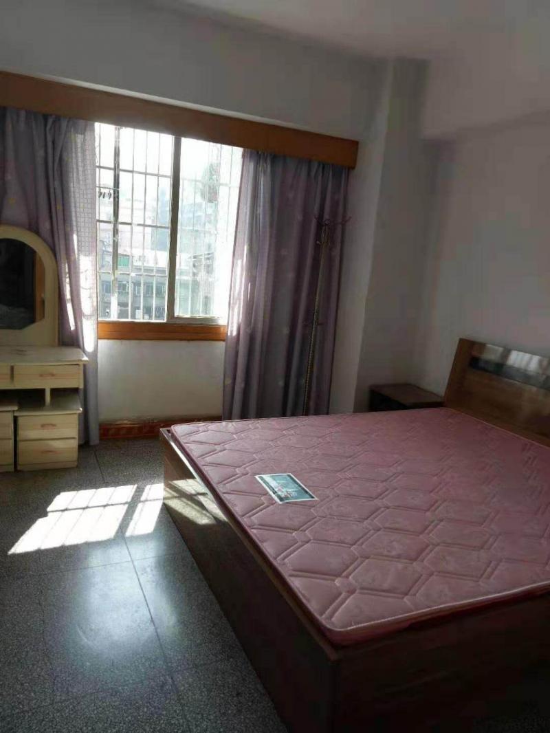 沙龙路100平米2室1厅1卫住房出租,8500一年