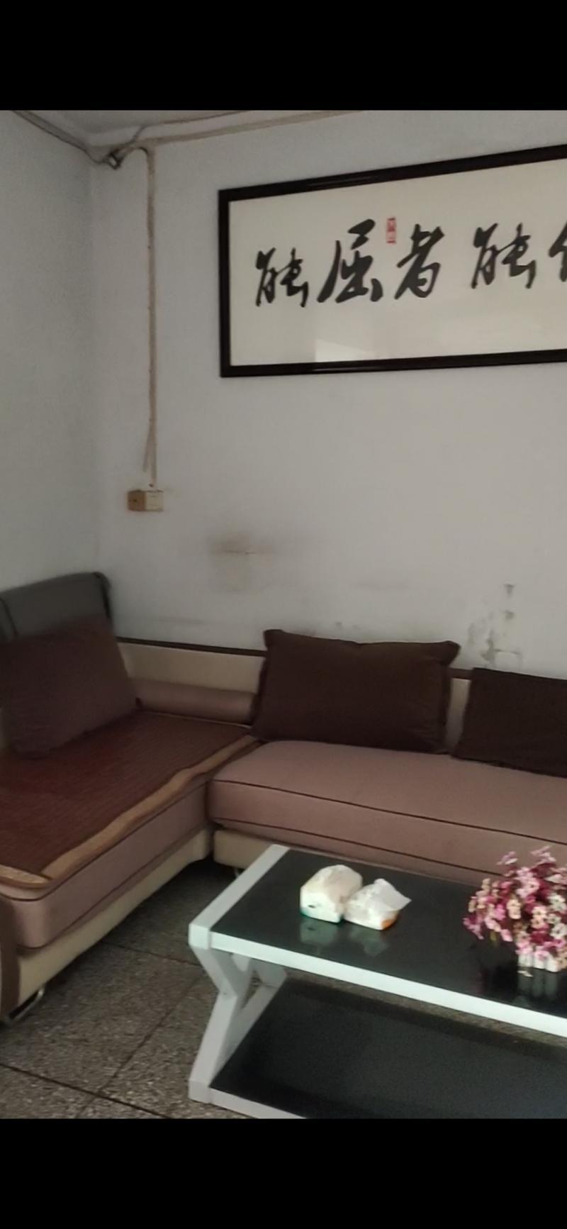出售枇杷坪69平米简装2室1厅1卫住房,可改三室
