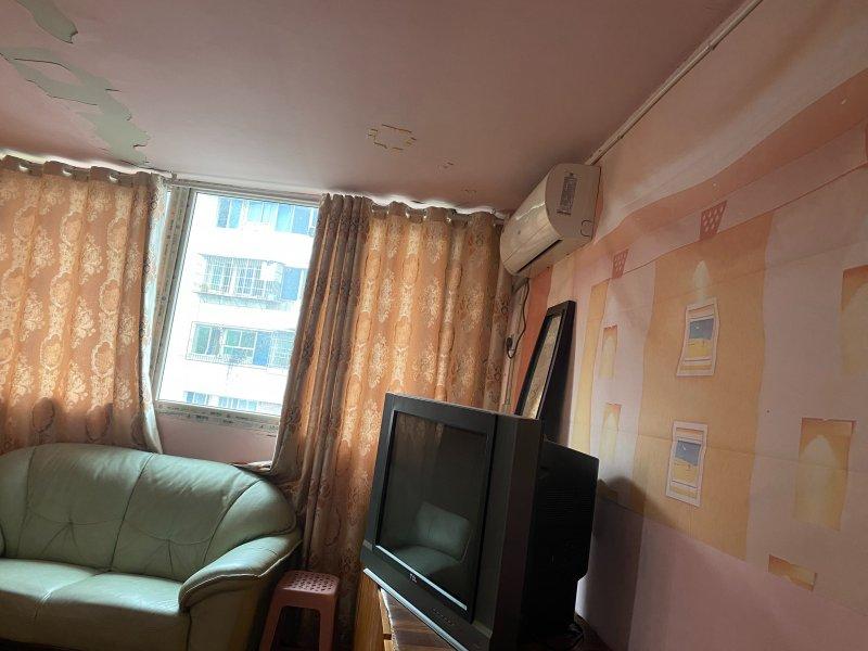 鸿欧未来城55平米简装一室一厅出租,押1付2