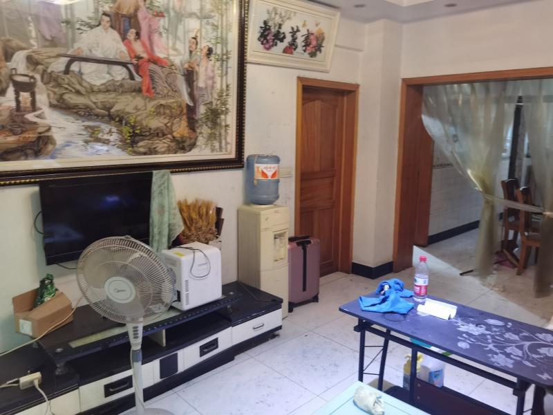 五桥国贸广场对面沈大汉旁3室2厅1卫120平米1000元出租