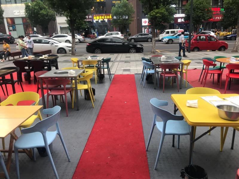 位于长江之星CBD夜市街中心位置 适合各类夜市餐饮