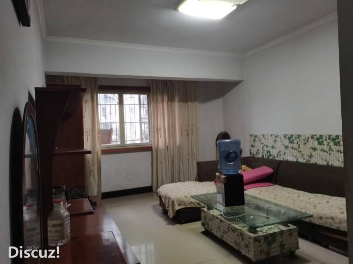 寰泰还房87平米两室一厅出租,采光较好