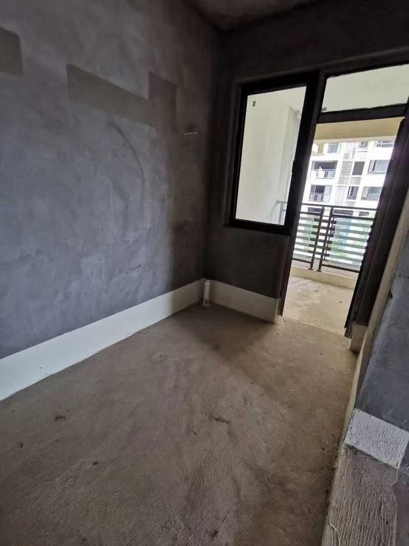 出售海成 南滨上院94平米毛坯3室2厅2卫住房