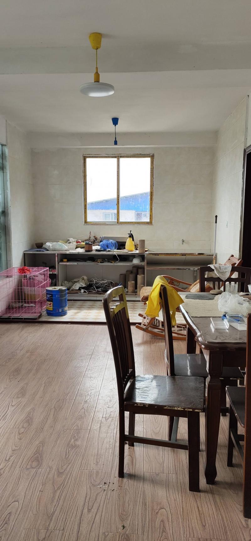 出售枇杷坪青龙石旁5室3厅2卫2厨带露台售33万