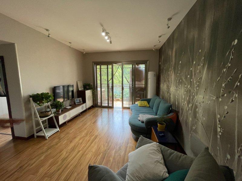〔中介勿扰〕出售御景江城2室2厅1卫80平米住房