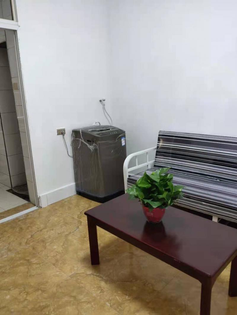 出租四方院卫校里面35平米1室1厅1卫住房