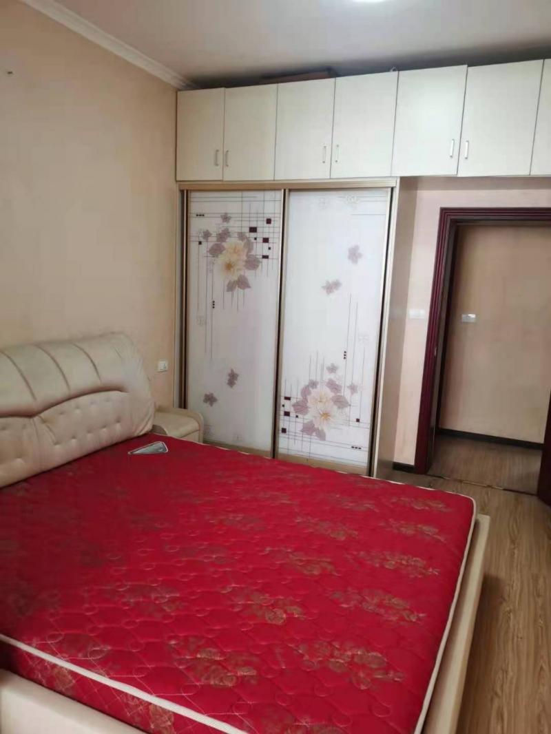 王牌小学90平米3室1厅1卫住房750元/月出租