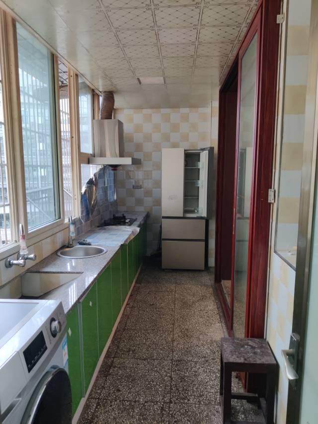 出售王牌小学54.23平米2室2厅1卫住房,售价19.8万