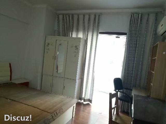 移民广场3室2厅131平方简装住房出租,采光好,可商用