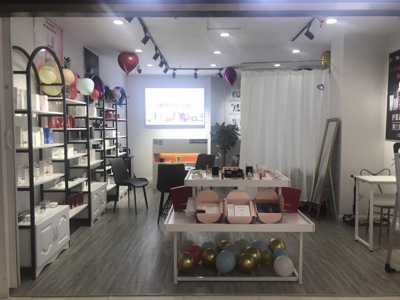 王牌路永辉超市内外租区新装的美容院转租