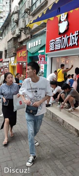 蜜雪冰城周家坝新世纪店招聘收银员、店员