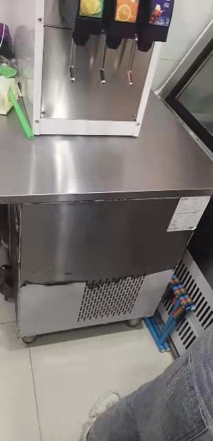 商用可乐机,制冰机各一台出售