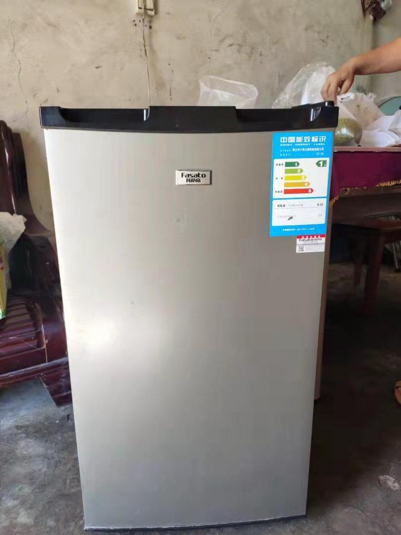 出售二手小冰箱,8成新,功能外观完好