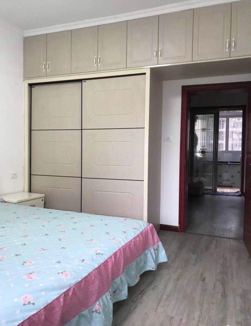 电报路偏石板67平米3房出售,交通便利